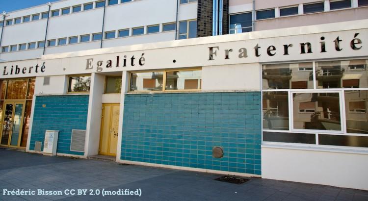 Liberté, égalité, fraternité sur le mur d'une école rue du Général-Giraud à Rouen  https://www.flickr.com/photos/zigazou76/16608866524/in/photostream/